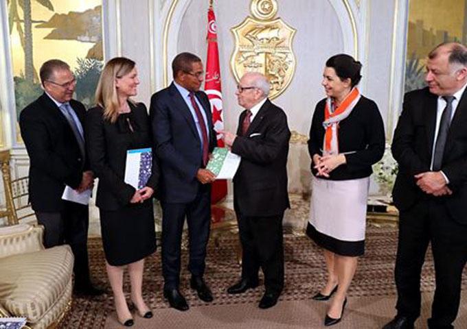 رئيس الجمهورية يتلقى تقريرا للجنة الدولية لتمويل فرص التعليم في العالم