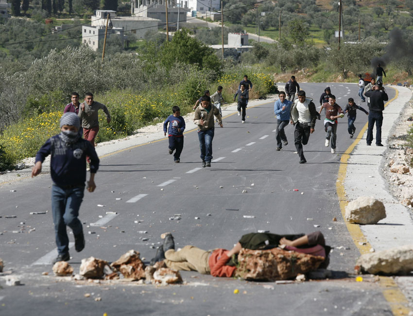 مواجهات بين شبان فلسطينيين وقوات الاحتلال الاسرائيلي
