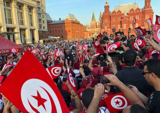 الجمهور التونسي يغزو الساحة الحمراء ... لا صوت يعلو فوق صوت النسور