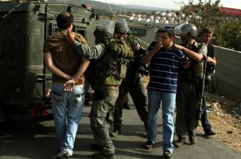 جيش الاحتلال يعتقل 4 فلسطينيين من الضفة الغربية