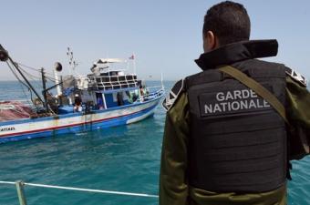 Image result for إغاثة 7 تونسيين في زورق مطاطي بحالة عطب كانوا يعتزمون الهجرة خلسة إلى السواحل الإيطالية