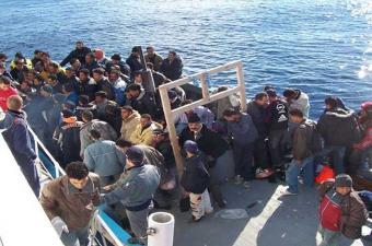 شباب بمركز إيواء المهاجرين بلامبيدوزا الإيطالية يوجهون نداء للرأي العام العالمي من أجل منع ترحيلهم القسري