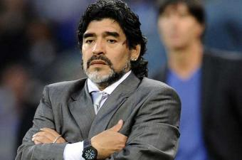 مارادونا ينفي اشتراطه أموالا من اجل القبول بالمواطنة الفخرية لمدينة نابولي