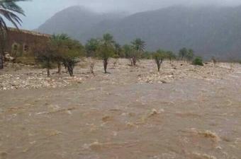 الإعصار يتسبب في توقف محطة مياه في عمان
