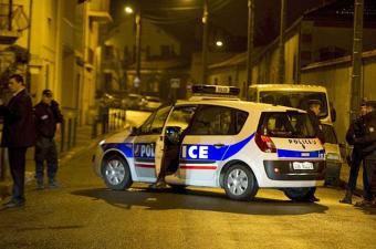 فرنسا تعتقل ستة للاشتباه في مساعدة متطرفين في السفر لسوريا