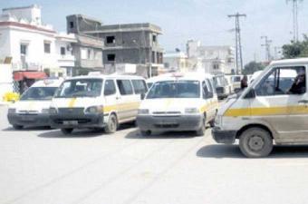 أصحاب سيارات النقل الريفي المعتصمين بمنزه النحلي يدخلون في إضراب جوع