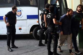 تركيا : أوامر باعتقال ألف شخص للاشتباه في صلتهم بفتح الله كولن