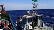 خفر السواحل الليبي يعترض زورقا يقل 150 مهاجرا