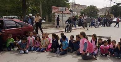 تلامذة منطقة الغرابة من معتمدية زغوان وأولياؤهم يطالبون بتوفير النقل المدرسي