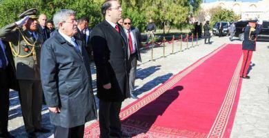رئيس الحكومة يشرف على موكب إحياء ذكرى 8 فيفري 1958 بساقية سيدي يوسف